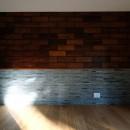 朝倉の家【リノベーション】の写真 既存の木製パネルを利用したアクセントウォール