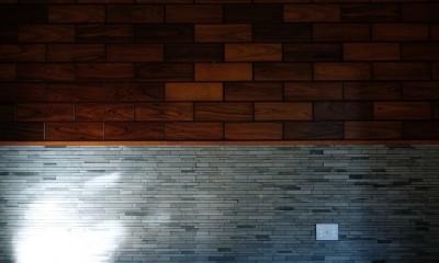 朝倉の家【リノベーション】 (既存の木製パネルを利用したアクセントウォール)