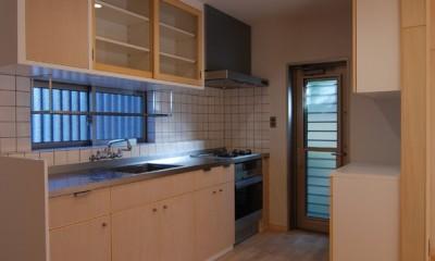 個性ある上下分離2世帯住宅~それぞれにかかる工事費を明確にしながらの住まいづくり~ (製作キッチン)