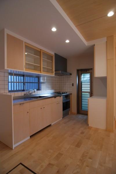 製作キッチン (個性ある上下分離2世帯住宅~それぞれにかかる工事費を明確にしながらの住まいづくり~)