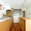 兵庫県N邸 − 壁の色で異なる雰囲気が楽しいお家 −の写真 キッチン