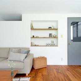 兵庫県N邸 − 壁の色で異なる雰囲気が楽しいお家 − (リビング)