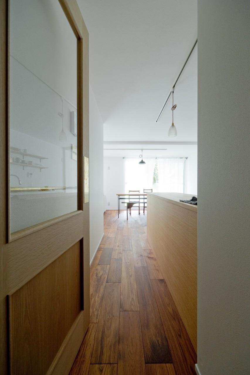 兵庫県N邸 − 壁の色で異なる雰囲気が楽しいお家 − (キッチン・ダイニング)