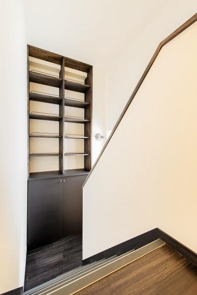 階段 踊り場 (~ フルリノベーション ~ 最上階メゾネットタイプ ~)