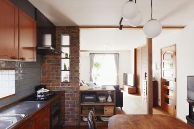 キッチン収納 (面影を残し、お気に入りを詰め込んで…。)