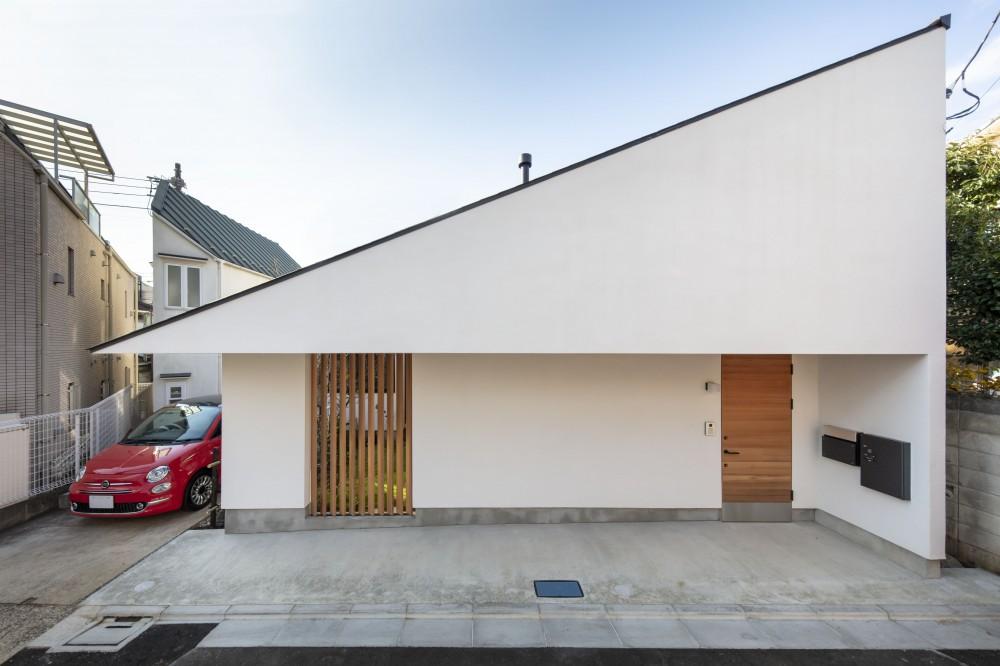 太子堂J邸 -路地裏に建つ雨宿りの家- (三角屋根の下で雨宿り)