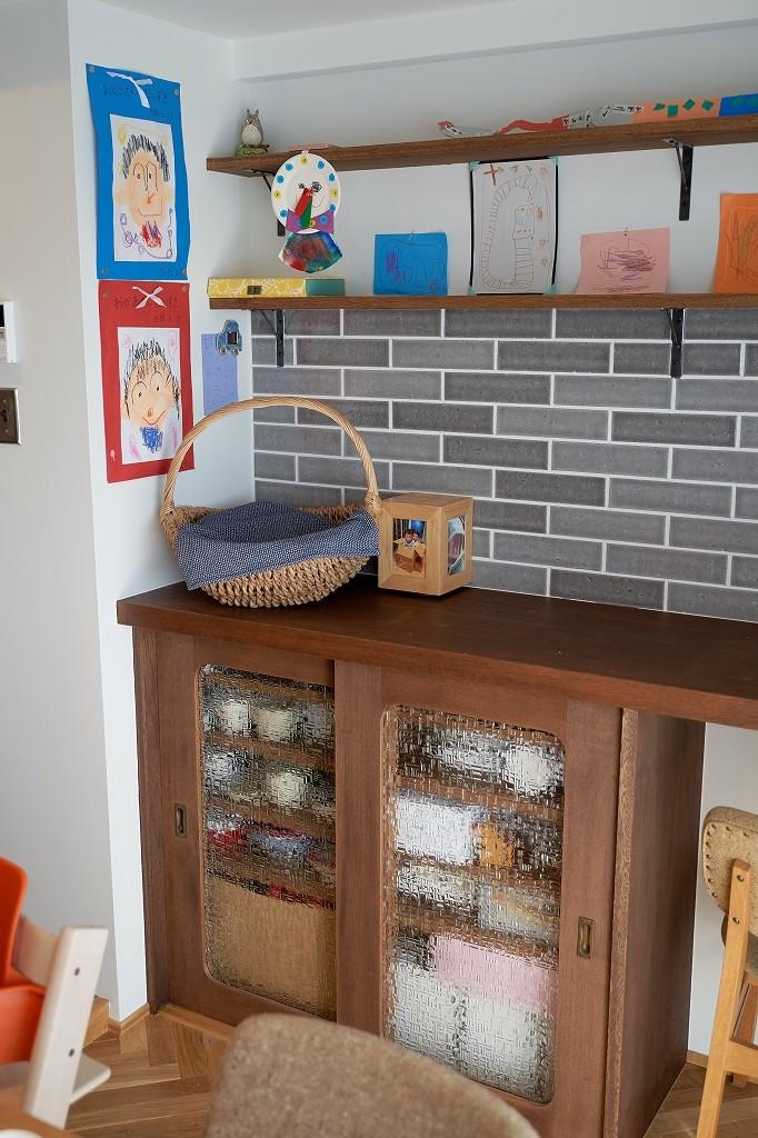 選びつくることをとことん楽しんだマンションリノベーション (造作の食器棚)