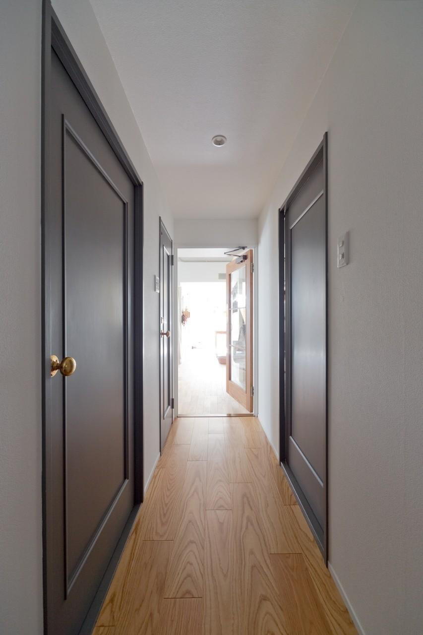 兵庫県K邸 − すてきな素材とともに夫婦の時間を楽しむ家 − (廊下)