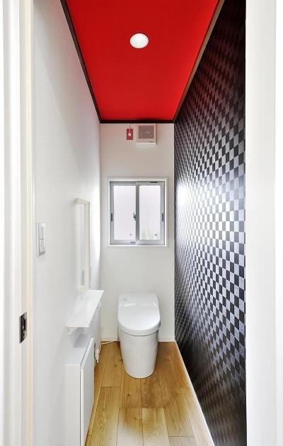 トイレ (孫もペットも走り回れる無垢フローリング)
