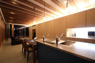 大容量の壁面収納 (清流の家~眺望のよい2世帯住宅~)