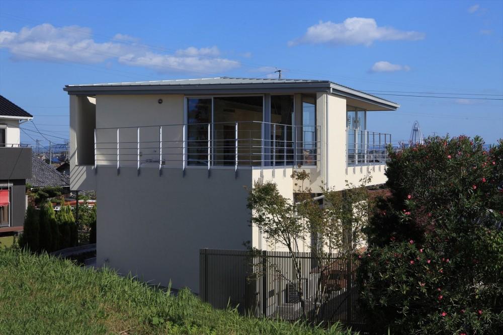 清流の家~眺望のよい2世帯住宅~ (開放されるリビングテラス)