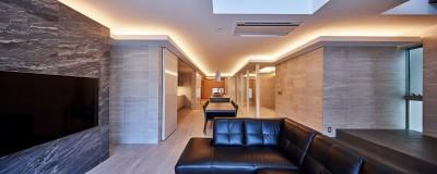 八幡の家~都市型コートハウス~ (光りが家族を包みます)