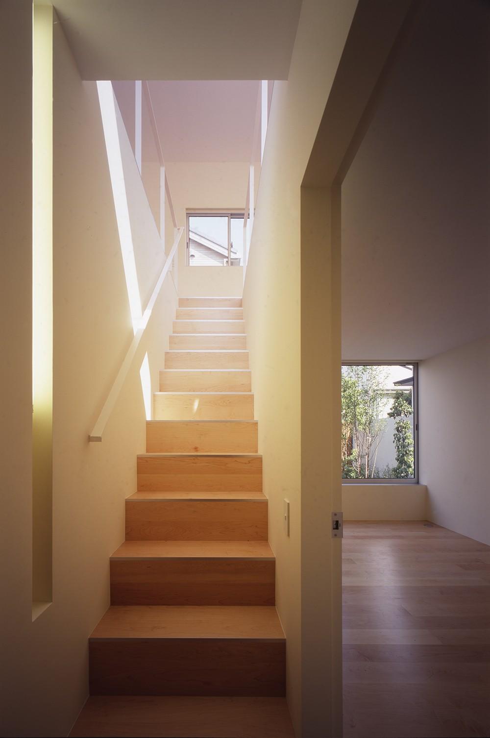 府中の住宅 (階段)