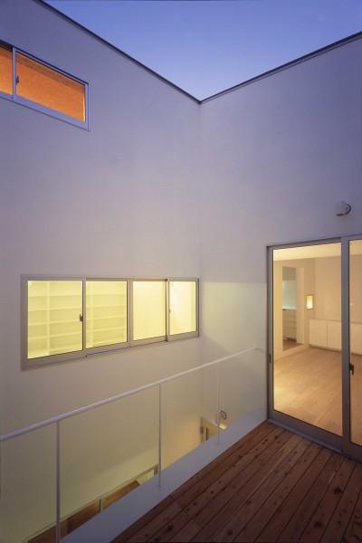 2階中庭 (向河原の住宅)