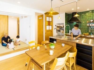 ダイニングキッチン (récolte - 実家リノベで雑貨とグリーンと思い出に囲まれて暮らす)