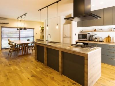 キッチン (Legrand - アイランドキッチンを中心にぐるり。コンパクトな動線で家事効率UP!)