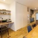 Legrand - アイランドキッチンを中心にぐるり。コンパクトな動線で家事効率UP!の写真 リビングダイニング