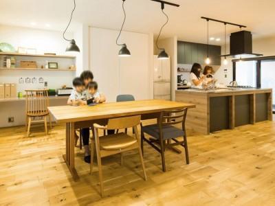 ダイニング (Legrand - アイランドキッチンを中心にぐるり。コンパクトな動線で家事効率UP!)
