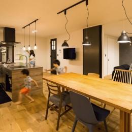 Legrand - アイランドキッチンを中心にぐるり。コンパクトな動線で家事効率UP! (ダイニング)