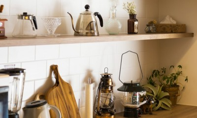 Legrand - アイランドキッチンを中心にぐるり。コンパクトな動線で家事効率UP! (収納棚)
