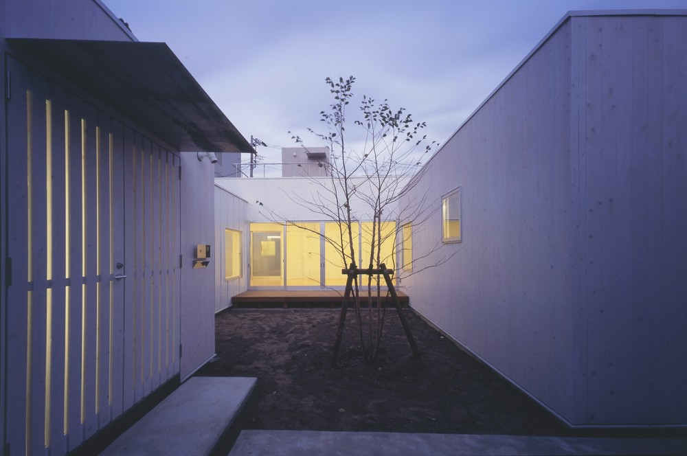 富津の2世帯住宅 (中庭)