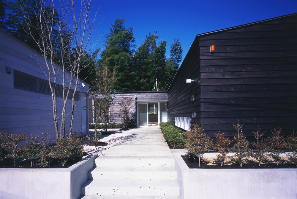 湯の山の住宅 (エントランス)