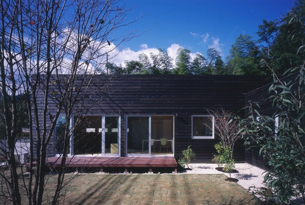 湯の山の住宅 (外観(庭側))