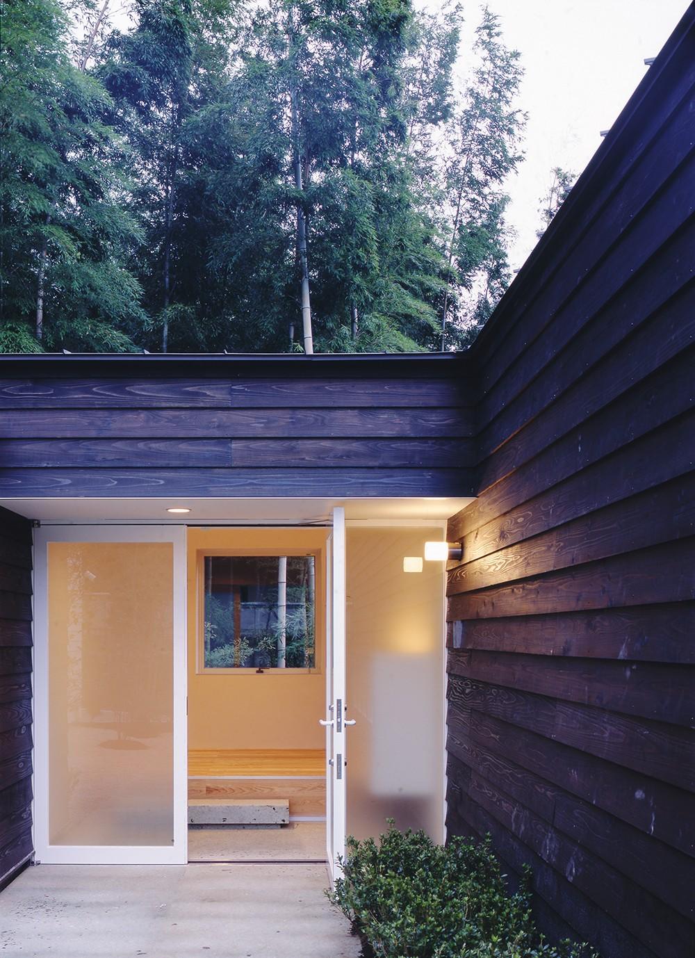 湯の山の住宅 (玄関)