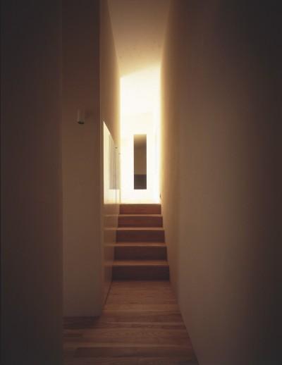 階段 (湯の山の住宅)