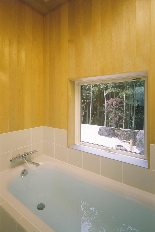 湯の山の住宅 (浴室)