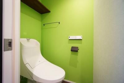 トイレ (『ホームシアターで過ごす休日』)