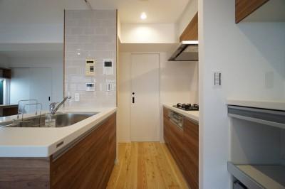 キッチン2 (『家族がリビングに集まる暮らし』)