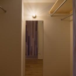 神楽坂の家 回遊できる小さな木の家|改修 (ウォークインクローゼット)