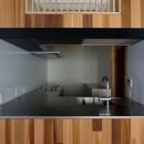 神楽坂の家 回遊できる小さな木の家|改修の写真 キッチン