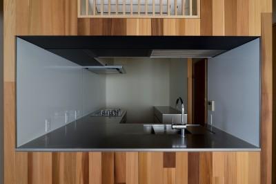 神楽坂の家 回遊できる小さな木の家|改修 (キッチン)