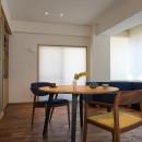 神楽坂の家 回遊できる小さな木の家|改修の写真 居間