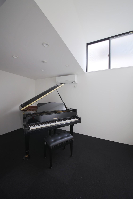 ピアノ室のある狭小住宅・スキップフロアを生かしたOUCHI-29 (ピアノ室)
