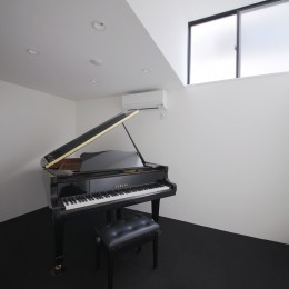 ピアノ室 (建もの探訪で放送 ピアノ室のある狭小住宅・スキップフロアを生かしたOUCHI-29)