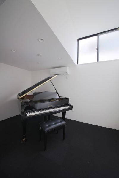 ピアノ室 (ピアノ室のある狭小住宅・スキップフロアを生かしたOUCHI-29)