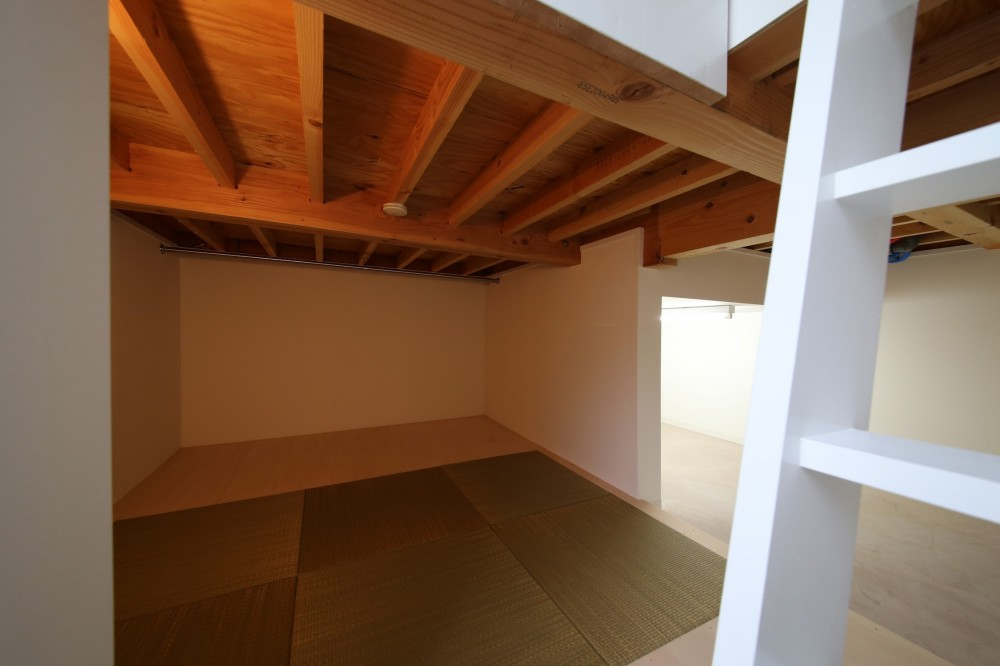 ピアノ室のある狭小住宅・スキップフロアを生かしたOUCHI-29 (床下収納)