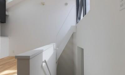 建もの探訪で放送 ピアノ室のある狭小住宅・スキップフロアを生かしたOUCHI-29 (リビングから階段見下ろし)