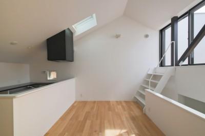 リビングダイニング (建もの探訪で放送 ピアノ室のある狭小住宅・スキップフロアを生かしたOUCHI-29)