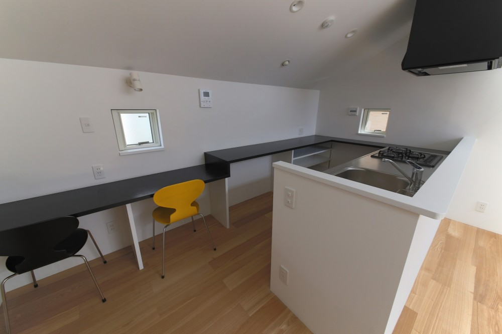 ピアノ室のある狭小住宅・スキップフロアを生かしたOUCHI-29 (勉強コーナー・主婦コーナー)