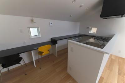 勉強コーナー・主婦コーナー (建もの探訪で放送 ピアノ室のある狭小住宅・スキップフロアを生かしたOUCHI-29)