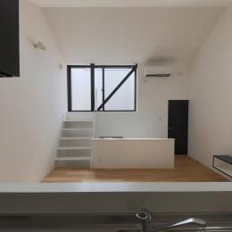 建もの探訪で放送 ピアノ室のある狭小住宅・スキップフロアを生かしたOUCHI-29 (リビングから屋上テラスを見る)