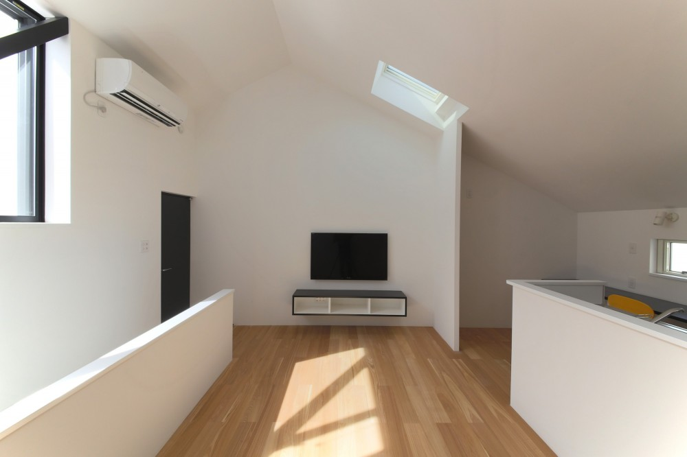 ピアノ室のある狭小住宅・スキップフロアを生かしたOUCHI-29 (2階リビング)