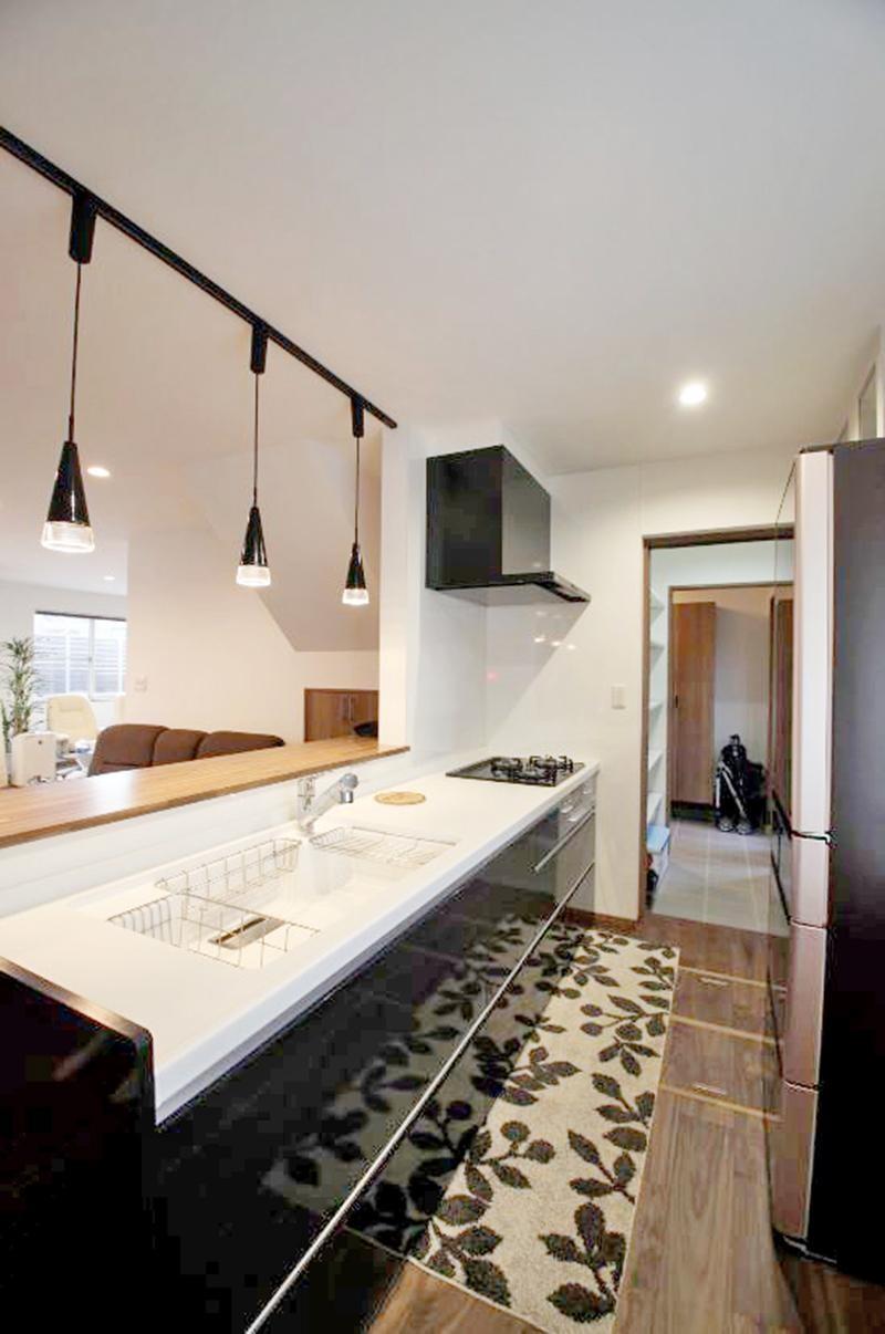 キッチン事例:キッチン(玄関で繋がるブロックチェックの二世帯住宅)
