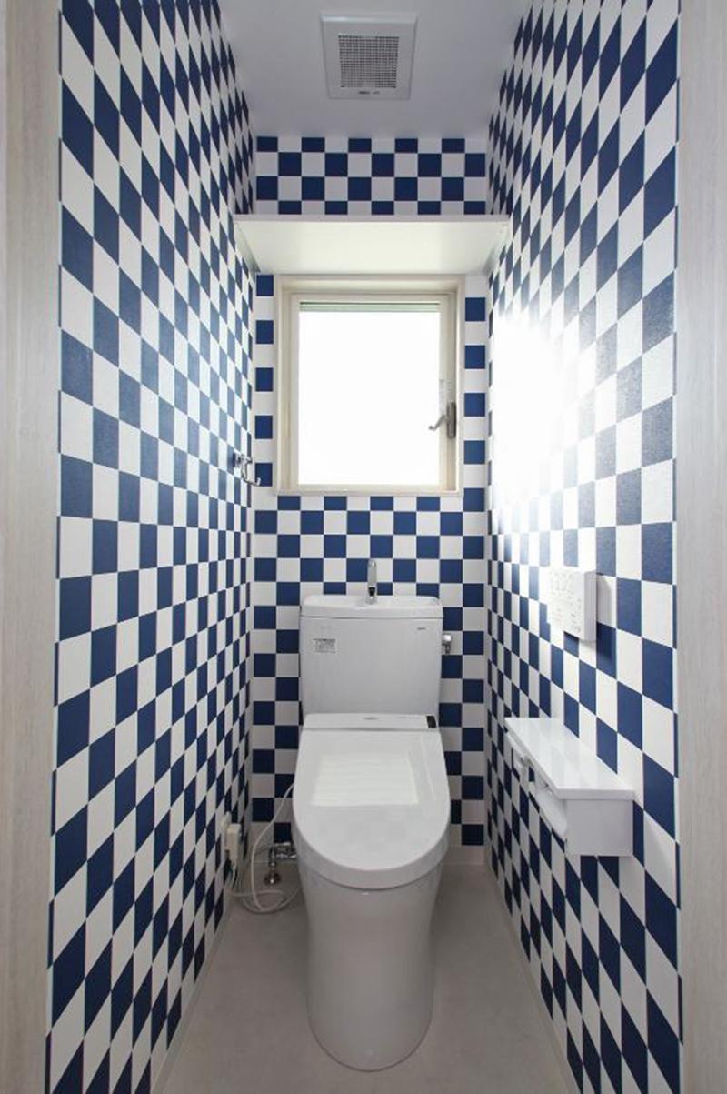 バス/トイレ事例:トイレ2(玄関で繋がるブロックチェックの二世帯住宅)