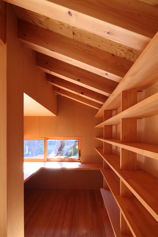 書斎事例:造付L字テーブルのある書斎(瀬谷の書斎 - 木造平屋の離れ)