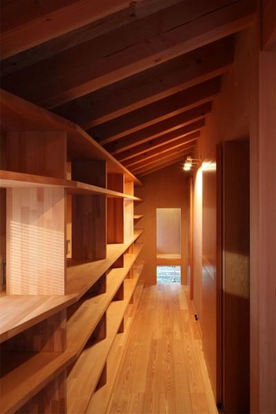 書棚と飾り棚 (瀬谷の書斎 - 木造平屋の離れ)